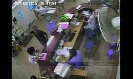 Clip: Người nhà bệnh nhân xông vào đánh bác sĩ BV Bạch Mai