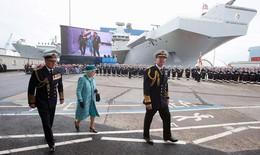 Nữ hoàng Anh bấm nút đặt tên cho tàu sân bay khổng lồ