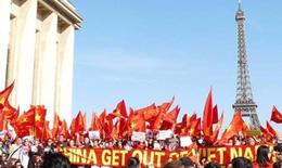 Gần 2.000 người biểu tình ở Paris phản đối TQ