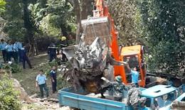Nỗ lực cứu chữa nạn nhân vụ rơi máy bay trực thăng ở Hòa Lạc