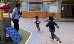 Đầu độc hơn 30 trẻ để trả thù