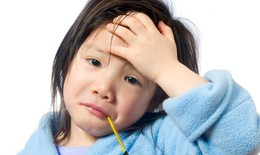 Bác sĩ nhi hướng dẫn chăm sóc trẻ tiêu chảy, viêm đường hô hấp