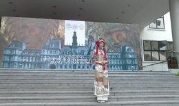 Áo dài Việt thả hồn tại kinh đô thời trang Paris