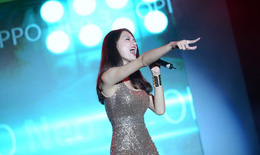 Hương Giang Idol khoe vẻ sexy khiến 25.000 khán giả phố núi phát cuồng