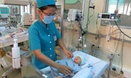 Bộ trưởng Y tế gửi thư khen các bác sĩ cứu bé sơ sinh văng khỏi bụng mẹ