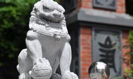 Giáo hội Phật giáo yêu cầu di dời sư tử đá ngoại lai