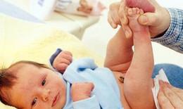 Cách vệ sinh vùng kín cho con