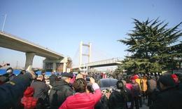 Người Trung Quốc đổ xô xem cầu quay dài nhất thế giới