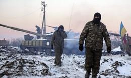 Sân bay Đông Ukraine bị đánh sập, hơn 200 người chết