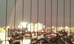 Cầu vồng tuyệt đẹp sau mưa giông trên bầu trời Hà Nội