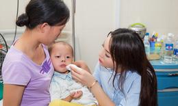 Hoa hậu Kỳ Duyên vui trung thu sớm cùng trẻ mắc ung thư