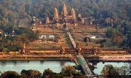 Bắt quả tang du khách chụp ảnh khỏa thân ở Angkor Wat