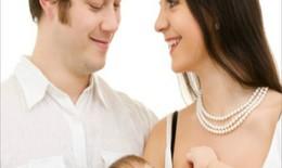 10 việc bố nên làm trong giai đoạn con bú sữa mẹ
