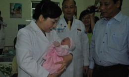 Bộ trưởng Bộ Y tế thăm và chúc Tết tại Bệnh viện đêm giao thừa