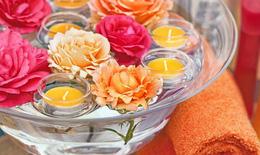 Cách trang trí hoa và nến lãng mạn ngày Valentine