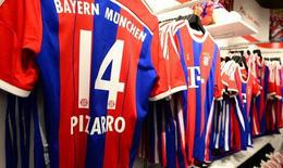 Cổ động viên tại Đức phải mua áo Bayern Munich để tránh bị bỏ tù