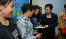 4000 thẻ BHYT được trao cho người cận nghèo ở Thanh Hoá