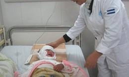 Bé gái bị lột da toàn thân vì đắp thuốc nam chữa bỏng