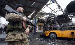 Miền Đông Ukraine tiếp tục chìm trong mưa đạn pháo
