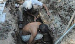 Hà Nội: Đào đường thoát nước, phát lộ nhiều bộ hài cốt