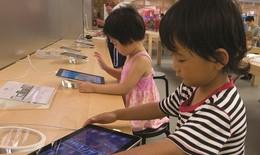 Thời đại công nghệ số:  Đặt trẻ trước thiết bị thông minh