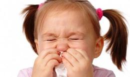 Bé bị ngạt mũi, có nên nhỏ thuốc giãn mạch?