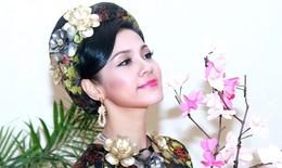 Việt Trinh lần đầu trình diễn thời trang