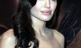 Angelina Jolie trở lại quyến rũ trên thảm đỏ