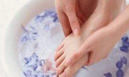 Lợi ích ngâm chân thảo dược