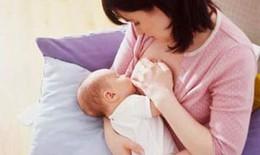 Mẹ bị cúm có nên cho con bú?