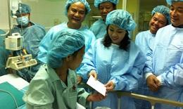Bộ trưởng Y tế thăm bệnh nhân ghép thận Hứa Cẩm Tú