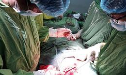 Liên tiếp cứu sống 2 ca chấn thương xuyên tim