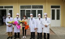 Tiễn bệnh nhân khỏi viêm đường hô hấp cấp do virus nCoV ra viện