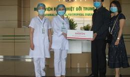 Công ty Cổ phần Dược phẩm Hà Tĩnh tặng 1.000 chai nước súc họng đến bác sĩ chống dịch