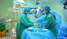 Kỹ thuật mới: Bệnh nhân trượt cột sống không cần phải mổ hở
