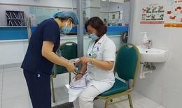 BV Bạch Mai tiêm vắc xin cho thầy thuốc tuyến đầu