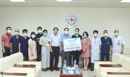 Thầy thuốc tuyến đầu của BV Bạch Mai đón nhận hỗ trợ từ các nhà hảo tâm