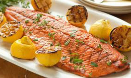 Phụ nữ mang thai có nên ăn cá hồi hay không?