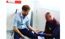 Hoàng tử Harry làm xét nghiệm HIV