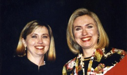 Hillary Clinton dùng người đóng thế sau sự cố sức khoẻ?