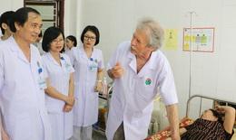 Chuyên gia Cơ xương khớp CH. Pháp khám bệnh và phẫu thuật cho người bệnh ở Hà Tĩnh