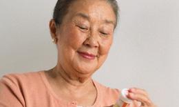 Những lưu ý đặc biệt khi dùng thuốc ở người cao tuổi