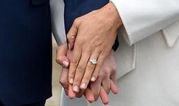 Vợ sắp cưới của Hoàng tử Harry khoe nhẫn đính hôn