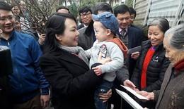 Bộ trưởng Y tế thăm bé Gấu, con trai của cố thiếu úy Huyền Trâm