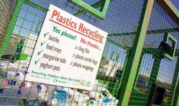Anh học theo cách tái chế chai nhựa của Bắc Âu