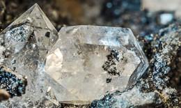 1 triệu tỷ tấn kim cương dưới bề mặt trái đất