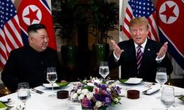 Cú bắt tay lịch sử Trump-Kim tại Hà Nội