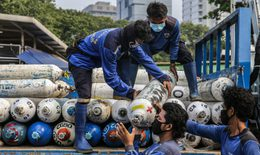 Indonesia nhập khẩu oxy để điều trị cho bệnh nhân COVID-19