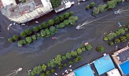 Cứu hộ lũ lụt ở trung tâm thành phố Tân Hương, tỉnh Hà Nam, Trung Quốc
