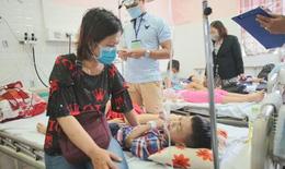 53 học sinh phải nhập viện nghi do bánh su kem nhiễm độc